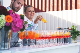 Skärets personal skapar goda drinkar