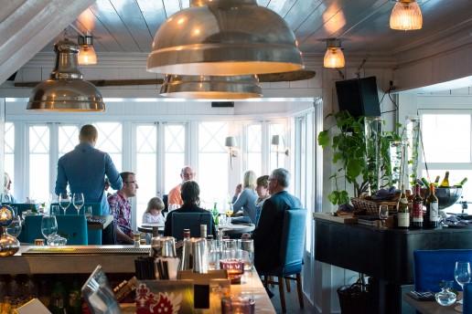 Inne i Skärets Krog & Pianobar mysiga lokal